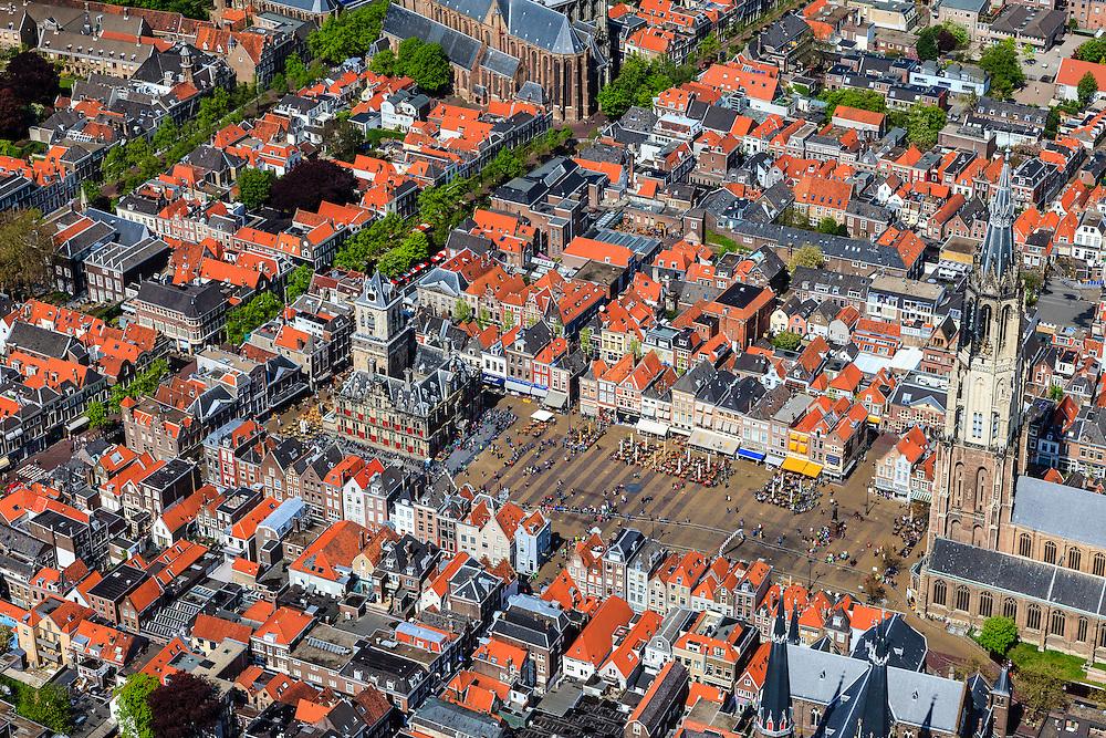 Nederland, Zuid-Holland, Delft, 09-05-2013; <br /> Historisch centrum van Delft zicht op de Markt met terrassen, de Nieuwe Kerk rechtsbeneden en het stadhuis er tegenover, linksboven de Oude Kerk. <br /> Historic center of Delft with terraces overlooking the Market, the New Church (r ) and Town Hall (l ).<br /> luchtfoto (toeslag op standard tarieven)<br /> aerial photo (additional fee required)<br /> copyright foto/photo Siebe Swart<br /> luchtfoto (toeslag op standard tarieven)<br /> aerial photo (additional fee required)<br /> copyright foto/photo Siebe Swart