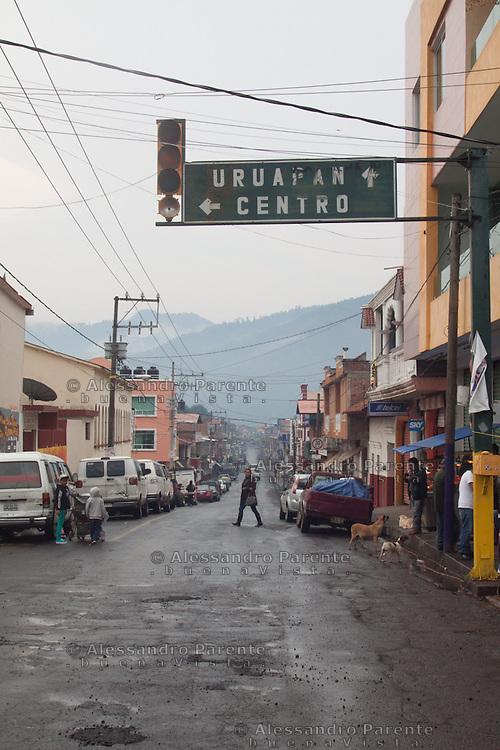 La strada che collega Cheran a Uruapan e alla capitale, Morelia.