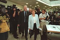 28 MAY 2001, BERLIN/GERMANY:<br /> Angela Merkel (L), CDU Bundesvorsitzende, und Juergen Ruettgers (R), MdB, CDU, Landesvorsitzender NRW und Bundesforschungsminister a.D., vor Beginn der Pressekonferenz zum CDU Positionspapier zur Gentechnik, CDU Bundesgeschaeftsstelle<br /> IMAGE: 20010528-01/01-35<br /> KEYWORDS: Jürgen Rüttgers, PID