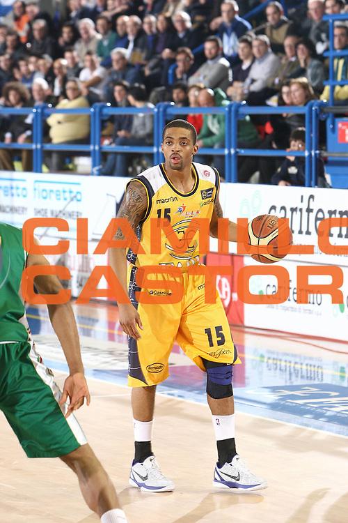 DESCRIZIONE : Porto San Giorgio Lega A 2010-11 Fabi Montegranaro Montepaschi Siena<br /> GIOCATORE : Allan Ray<br /> SQUADRA : Fabi Montegranaro<br /> EVENTO : Campionato Lega A 2010-2011<br /> GARA : Fabi Montegranaro Montepaschi Siena<br /> DATA : 30/01/2011<br /> CATEGORIA : palleggio<br /> SPORT : Pallacanestro<br /> AUTORE : Agenzia Ciamillo-Castoria/C.De Massis<br /> Galleria : Lega Basket A 2010-2011<br /> Fotonotizia : Porto San Giorgio Lega A 2010-11 Fabi Montegranaro Montepaschi Siena<br /> Predefinita :