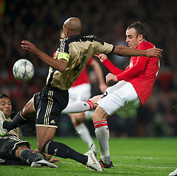 22.11.2011, Old Trafford, Manchester, ENG, UEFA CL, Gruppe C, Manchester United (ENG) vs Benfica Lissabon (POR), im Bild Manchester United's Dimitar Berbatov misses a chance against SL Benfica during the UEFA Champions League Group C match at Old Trafford, London, United Kingdom on 22/11/2011. EXPA Pictures © 2011, PhotoCredit: EXPA/ Sportida/ David Rawcliff..***** ATTENTION - OUT OF ENG, GBR, UK *****