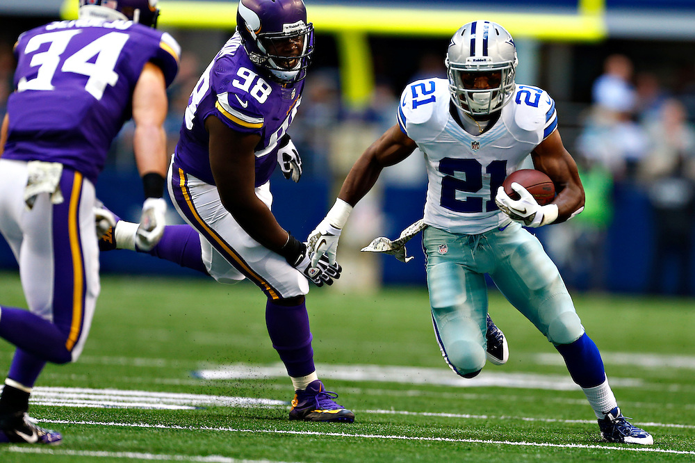 ARLINGTON, TX - NOVEMBER 3:  Joseph Randle #21 of the Dallas Cowboys runs the ball against the Minnesota Vikings at  AT&T Stadium on November 3, 2013 in Arlington, Texas.  (Photo by Wesley Hitt/Getty Images) *** Local Caption *** Joseph Randle