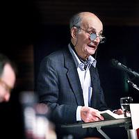 Nederland, Amsterdam , 6 december 2013.<br /> Wim Aantjes over zijn val in Nacht van de Bijbel.<br /> Hoe kijkt Willem Aantjes naar zichzelf in de tv-serie 'De Val van Aantjes'? Voor het eerst zal hij morgen in het Thomastheater in Amsterdam publiekelijk reageren aan de hand van het boek waarover bij de totstandkoming van het CDA zoveel te doen was: de Bijbel.<br /> <br /> Waarom inspireerde de Bergrede hem bij zijn speech op het eerste CDA-congres in 1975, die veel losmaakte bij publiek én politiek? In hoeverre bespoedigde die radicale toespraak uiteindelijk zijn latere val als politicus? Morgenavond houdt Wilfred Scholten, journalist bij de NCRV, een exclusief gesprek met Aantjes in de Nacht van de Bijbel.<br /> Foto:Jean-Pierre Jans