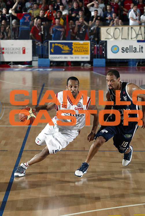DESCRIZIONE : Biella Lega A1 2005-06 Angelico Biella Climamio Fortitudo Bologna <br />GIOCATORE : Bremer<br />SQUADRA : Angelico Biella<br />EVENTO : Campionato Lega A1 2005-2006<br />GARA : Angelico Biella Climamio Fortitudo Bologna<br />DATA : 04/05/2006<br />CATEGORIA : Palleggio<br />SPORT : Pallacanestro<br />AUTORE : Agenzia Ciamillo-Castoria/S.Ceretti