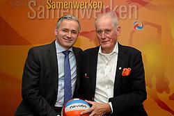 12-12-2015 NED: Bondsvergadering Nevobo, Nieuwegein<br /> Hans Nieukerke is vandaag benoemd tot erevoorzitter van de Nevobo. De 73-jarige Nieukerke ontving in het Huis van de Sport deze eer bij het afscheid van zijn twaalfjarig voorziterschap en kreeg de unieke gouden bondsspeld met drie briljanten opgespeld / Voorzitters Hans Nieukerke en Peter Sprenger