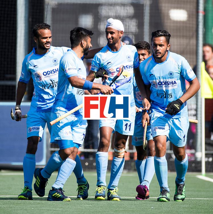 BREDA - Mandeep Singh (Ind.) brengt de stand op 0-1   tijdens Nederland- India (1-1) bij  de Hockey Champions Trophy. India plaatst zich voor de finale. links Sunil Sowmarpet (Ind.)   COPYRIGHT KOEN SUYK