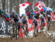 USA's Jeremy Powers, left, leads a chase group through the sand and mud during the UCI Cyclocross World Championships held at Eva Bandman Park in Louisville, Kentucky, on February 2, 2013. © Dan Henry / BiciPhoto.com