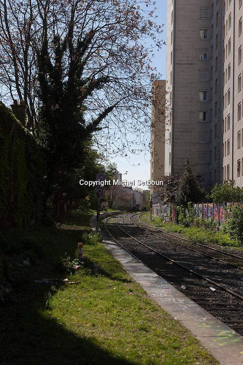 France Paris 20th district, the petite ceinture, the former train line / la petite ceinture, l'ancienne voie de chemin de fer qui faisait le tour de Paris. dans le 20 em arrondissement