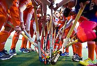 NAALDWIJK - Oranje voor de oefenwedstrijd van Jong Oranje heren tegen Belgie (3-3). Ter voorbereiding van het WK in India in december. rechts Tristan Alfera. COPYRIGHT KOEN SUYK