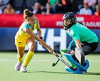 AMSTELVEEN - Brooke Peris (Austr.) with Cristina COSENTINO (ARG) . Semi Final Pro League  women, Argentina-Australia (1-1) . Austr. wns. COPYRIGHT KOEN SUYK