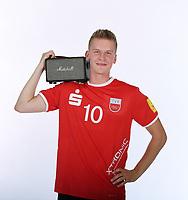 Volleyball 1. Bundesliga  Saison 2018/2019  Media Day Fotoshooting  TV Rottenburg  07.09.2018 Jan Roeling als Stimmungsmacher mit einer Radio