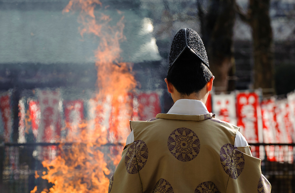 JANUARY 14, 2016 - Sagicho fire ceremony at Wakamiya Hachiman-sha shrine in Nagoya, Japan. (Photo by Ben Weller/AFLO) (JAPAN) [UHU]