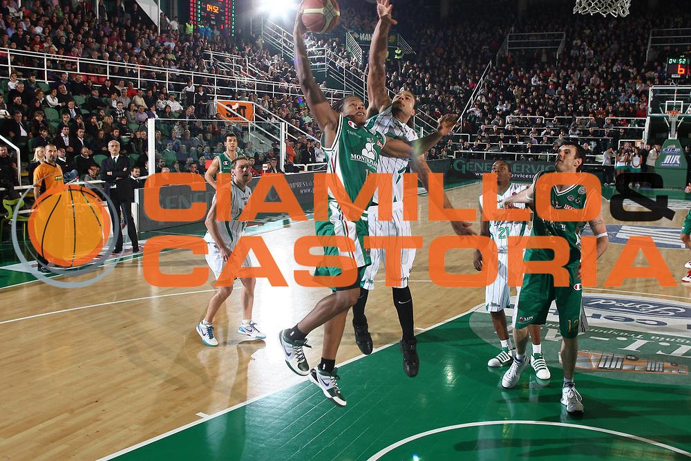 DESCRIZIONE : Avellino Lega A 2009-10 Basket Air Avellino Montepaschi Siena<br /> GIOCATORE : David Howkins <br /> SQUADRA : Montepaschi Siena<br /> EVENTO : Campionato Lega A 2009-2010 <br /> GARA : Air Avellino Montepaschi Siena<br /> DATA : 29/11/2009<br /> CATEGORIA : tiro penetrazione<br /> SPORT : Pallacanestro <br /> AUTORE : Agenzia Ciamillo-Castoria/C.De Massis<br /> Galleria : Lega Basket A 2009-2010 <br /> Fotonotizia : Avellino Lega A 2009-10 Basket Air Avellino Montepaschi Siena<br /> Predefinita :