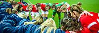 ROTTERDAM - voetbal, Noorwegen - Nederland, vrouwen, Olympisch kwalificatie toernooi, 05-03-2016, Sparta-stadion Het Kasteel, eindstand 4-1, vooraf aan de wedstrijd peppen de speelster van Noorwegen elkaar op.