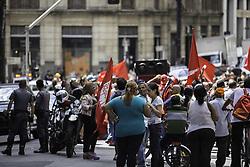 April 4, 2017 - Manifestantes protestaram na tarde desta terça-feira (04)na Rua Líbero Badaró, próximo ao Largo São Bento, por melhores condições de moradia e contra ordens de reintegração de posse. Trânsito ficou complicado. (Credit Image: © Bruno Rocha/Fotoarena via ZUMA Press)