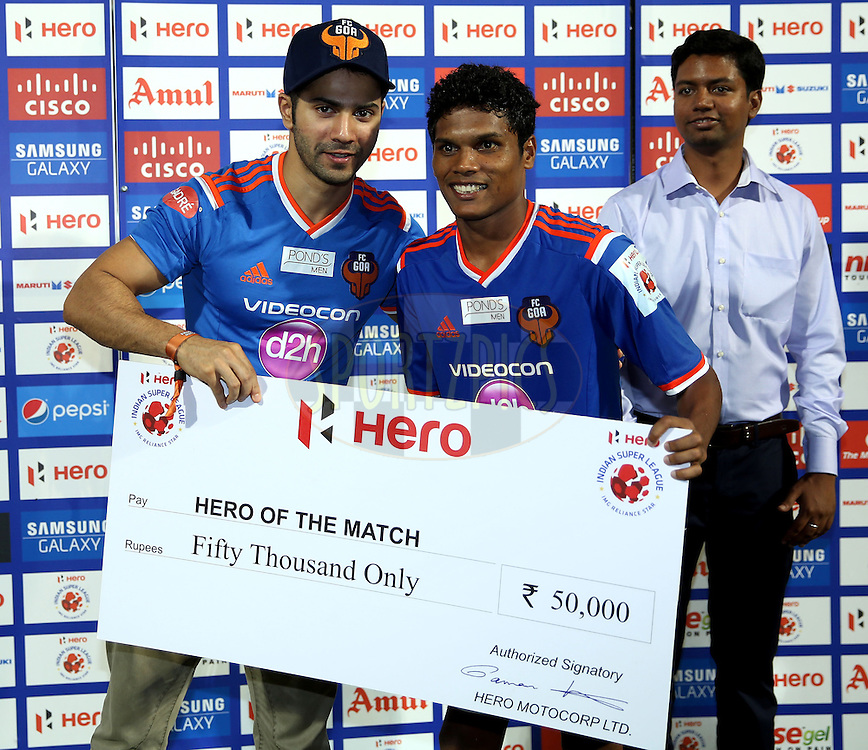 Romeo Fernandes of FC Goa recives Hero of the match award during the presentation of the match 38 of the Hero Indian Super League between FC Goa and FC Pune City held at the Jawaharlal Nehru Stadium, Fatorda, India on the 22nd November 2014.<br /> <br /> Photo by:  Sandeep Shetty/ ISL/ SPORTZPICS