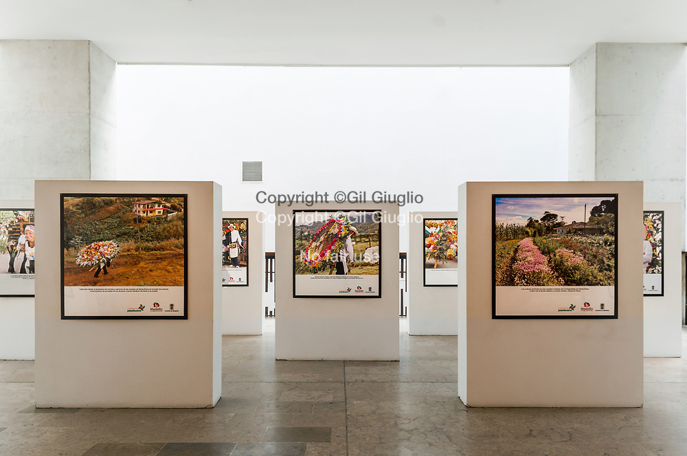 Colombie, Antioquia, Medellin, Comuna 1, intérieur Parque Bibioteca Espana // Colombia, Antioquia, Medellin, inside Parque Biblioteca Espana
