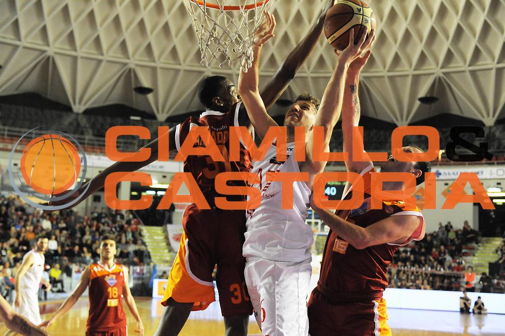 DESCRIZIONE : Roma Lega Basket A 2011-12  Acea Virtus Roma EA7 Emporio Armani Milano<br /> GIOCATORE : Stefano Mancinelli<br /> CATEGORIA : tiro<br /> SQUADRA :  EA7 Emporio Armani Milano<br /> EVENTO : Campionato Lega A 2011-2012 <br /> GARA : Acea Virtus Roma EA7 Emporio Armani Milano<br /> DATA : 25/04/2012<br /> SPORT : Pallacanestro  <br /> AUTORE : Agenzia Ciamillo-Castoria/ GiulioCiamillo<br /> Galleria : Lega Basket A 2011-2012  <br /> Fotonotizia : Roma Lega Basket A 2011-12 Acea Virtus Roma EA7 Emporio Armani Milano <br /> Predefinita :