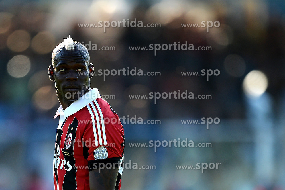 08.05.2013, Stadio Adriatico, Pescara, ITA, Serie A, Pescara Calcio vs AC Mailand, 36. Runde, im Bild Mario Balotelli Milan // during the Italian Serie A 36th round match between Delfino Pescara 1936 and AC Milan at the Stadio Adriatico, Pescara, Italy on 2013/05/08. EXPA Pictures © 2013, PhotoCredit: EXPA/ Insidefoto/ Andrea Staccioli..***** ATTENTION - for AUT, SLO, CRO, SRB, BIH and SWE only *****