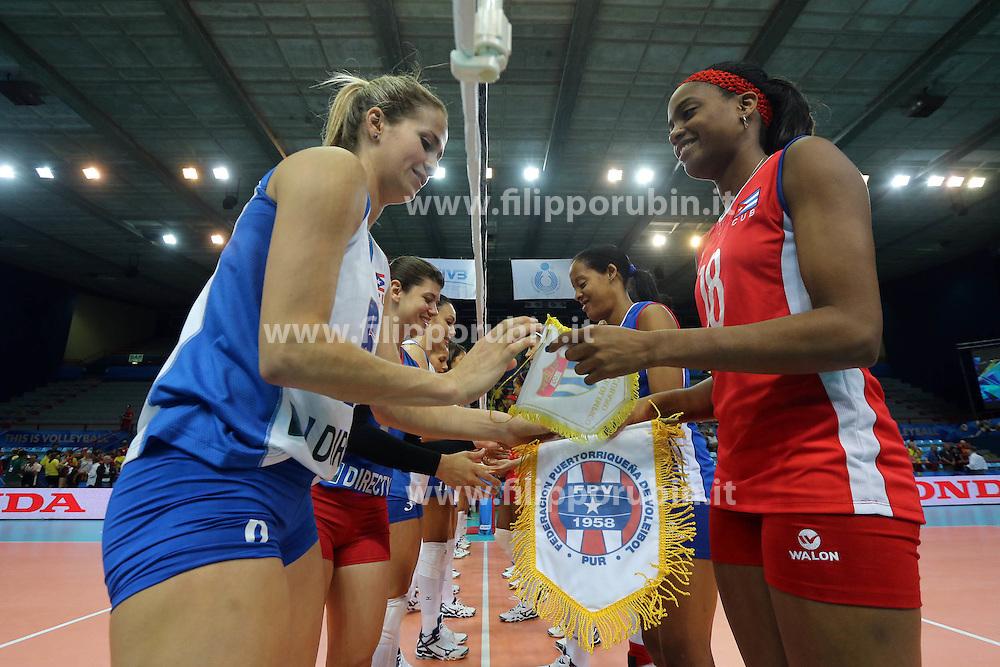 Puerto Rico Rosa Yarimar and Cuba Sulian Caridad Matienzo shake hands