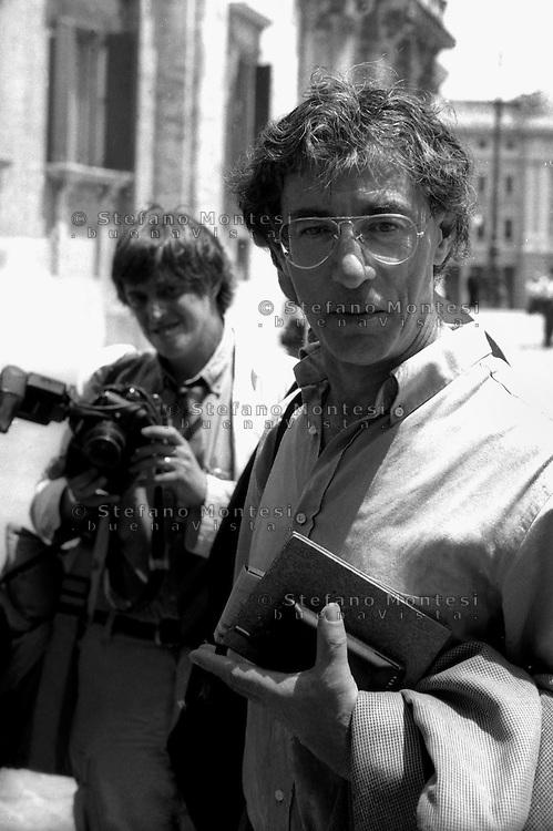 Roma  Giugno  1998<br /> Umberto Bossi davanti a Montecitorio