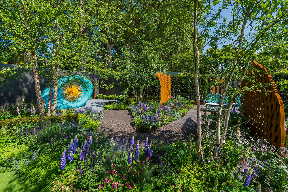 The David Harber and Savills Garden, Sponsor: Savills & David Harber Ltd, Designer: Nic Howard and Contractor: Langdale Landscapes - The RHS Chelsea Flower Show at the Royal Hospital, Chelsea.