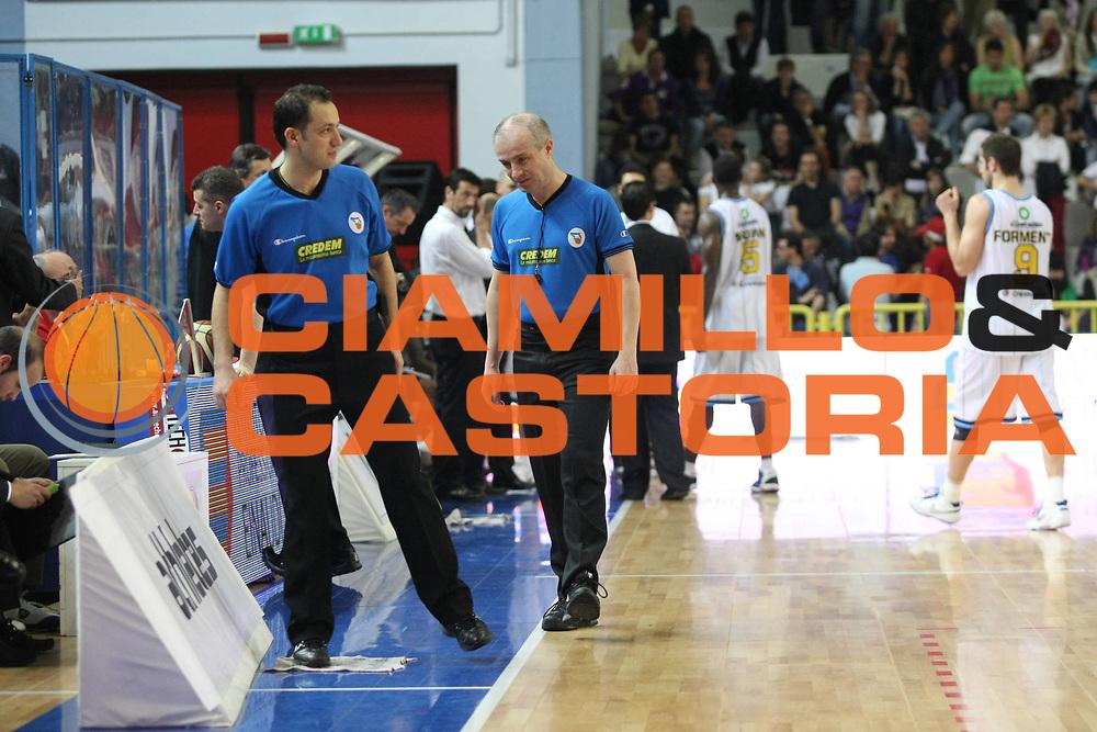 DESCRIZIONE: Cremona  Lega A 2009-10 Vanoli Cremona  Banca Tercas Teramo<br />GIOCATORE:  Arbitri Referees<br />SQUADRA : Arbitri Referees<br />EVENTO: Campionato Lega A 2009-10<br />GARA:  Vanoli Cremona   Banca Tercas Teramo<br />DATA:  02/05/2010<br />CATEGORIA: Curiosita<br />SPORT: Pallacanestro<br />AUTORE: Agenzia Ciamillo-Castoria/F.Zovadelli<br />GALLERIA: Lega Basket A 2009-2010<br />FOTONOTIZIA: Cremona  Campionato  Italiano Lega A 2009-2010 <br />Vanoli Cremona  Banca Tercas Teramo