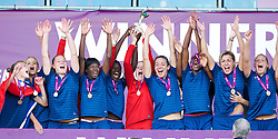 31.08.2013, Parc y Scarlets, Llanelli, ENG, UEFA Damen U19 EM, England vs Frankreich, Finale, im Bild France players celebrate with the trophy after beating England 2-0 during the final UEFA women U 19 championchip match between England and france at Parc y Scarlets in Llanelli, Great Britain on 2013/08/31. EXPA Pictures © 2013, PhotoCredit: EXPA/ Propagandaphoto/ Alan Seymour<br /> <br /> ***** ATTENTION - OUT OF ENG, GBR, UK *****