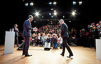 DEN HAAG, 14 november 2016.<br /> PvdA lijsttrekkersverkiezing. Lodewijk Asscher en Diederik Samsom in theater de Vaillant. Het lijsttrekkersdebat in Den Haag heeft als thema samen één.<br /> FOTO MARTIJN BEEKMAN