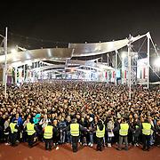 Visitatori in attesa di entrare nella lake Arena per assistere allo show dell'Albero della Vita.<br /> Expo 2015  Milano, 24/10/2015.