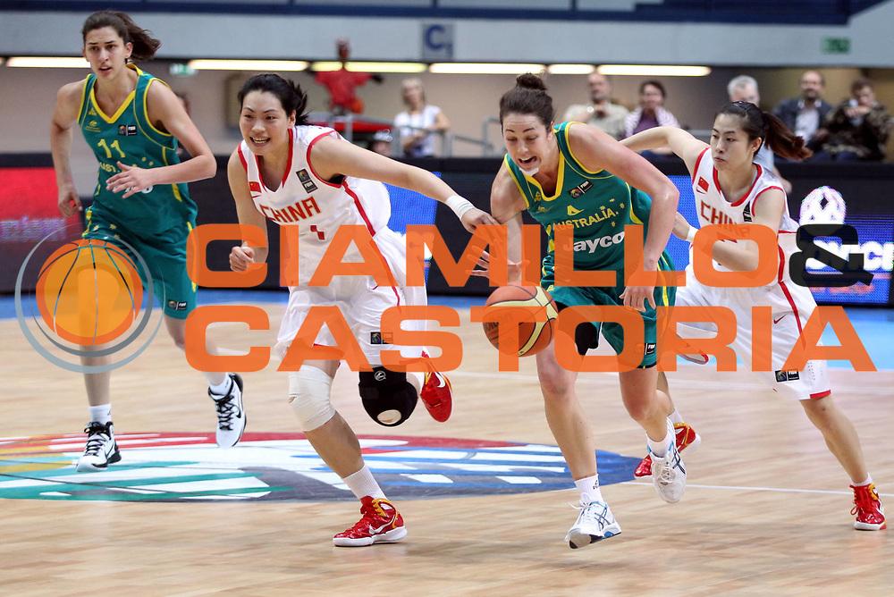 DESCRIZIONE : Ostrawa Repubblica Ceca Czech Republic Women World Championship 2010 Campionato Mondiale Preliminary Round China Australia<br /> GIOCATORE : Jenna O'HEA <br /> SQUADRA : Australia<br /> EVENTO : Ostrawa Repubblica Ceca Czech Republic Women World Championship 2010 Campionato Mondiale 2010<br /> GARA : China Australia Cina Australia<br /> DATA : 25/09/2010<br /> CATEGORIA : <br /> SPORT : Pallacanestro <br /> AUTORE : Agenzia Ciamillo-Castoria/H.Bellenger<br /> Galleria : Czech Republic Women World Championship 2010<br /> Fotonotizia : Ostrawa Repubblica Ceca Czech Republic Women World Championship 2010 Campionato Mondiale Preliminary Round Cina Australia<br /> Predefinita :