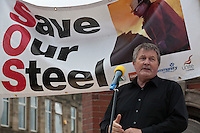 Derek Simpson speaking at Corus Save Our Steel March Redcar..© Martin Jenkinson, tel 0114 258 6808 mobile 07831 189363 email martin@pressphotos.co.uk. Copyright Designs & Patents Act 1988, moral rights asserted credit required. No part of this photo to be stored, reproduced, manipulated or transmitted to third parties by any means without prior written permission