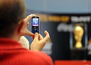 FUDBAL, BEOGRAD, 31. Mar. 2010. - Originalni FIFA trofej Svetskog fudbalskog prvenstva stigao je u sredu u Beograd u okviru svetske turneje tokom koje ce obici 84 drzave. . Foto: Nenad Negovanovic