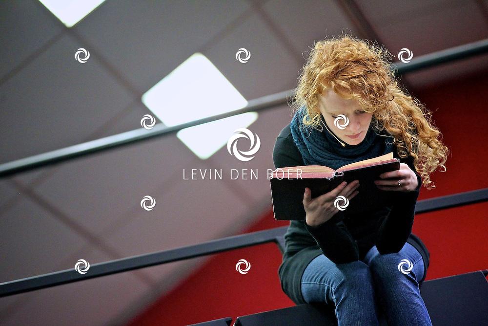 AMSTERDAM - In de Dutch Studio mocht vandaag de pers een kijkje nemen bij de repetities van de musical Next to Normal.   Met op de foto Michelle van de Ven. FOTO LEVIN DEN BOER - PERSFOTO.NU