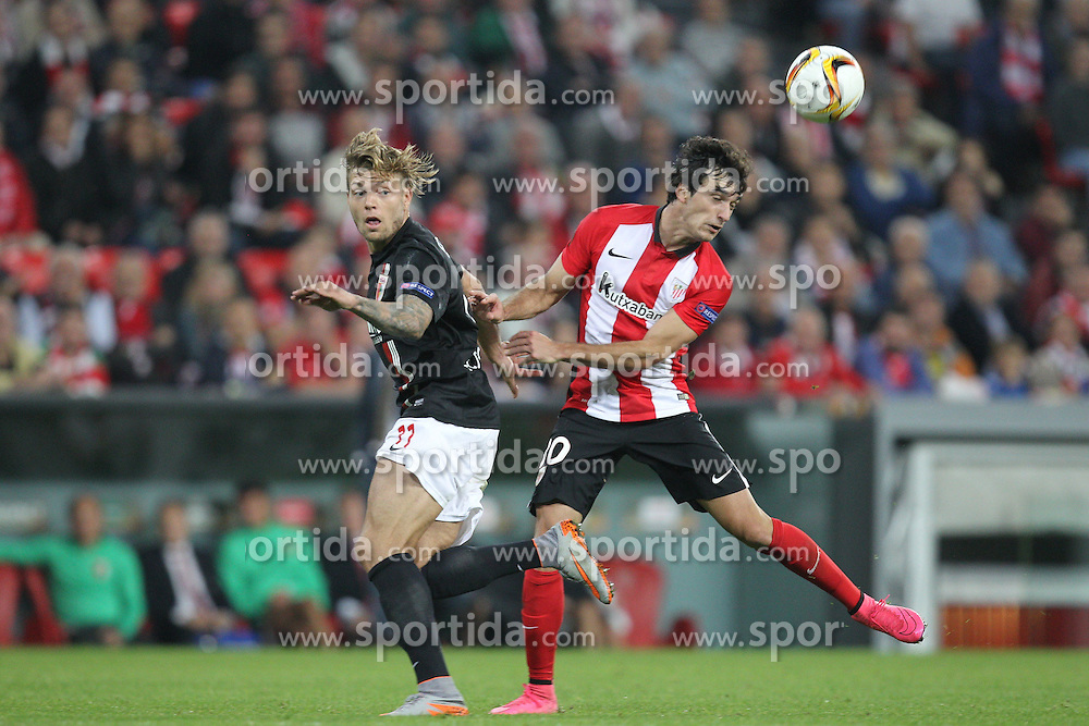 17.09.2015, Estadio San Mames, Bilbao, ESP, UEFA EL, Athletic Club vs FC Augsburg, Gruppe L, im Bild l-r: im Zweikampf, Aktion, mit Alexander Esswein #11 (FC Augsburg) und Inigo Lekue #30 (Athletic Bilbao) // during UEFA Europa League group L match between Athletic Club Bilbao and FC Augsburg at the Estadio San Mames in Bilbao, Spain on 2015/09/17. EXPA Pictures © 2015, PhotoCredit: EXPA/ Eibner-Pressefoto/ Kolbert<br /> <br /> *****ATTENTION - OUT of GER*****