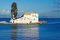 Grece, iles Ioniennes, Corfou, Kanoni, monastere Vlacherna // Greece, Ionian island, Corfu island, Kanoni, Vlacherna Monastery