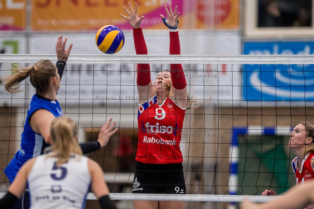 10-12-2016 NED: VC Sneek - Sliedrecht Sport, Sneek<br /> Sneek wint met 3-0 van Sliedrecht Sport / Nienke Tromp #9 of Sneek
