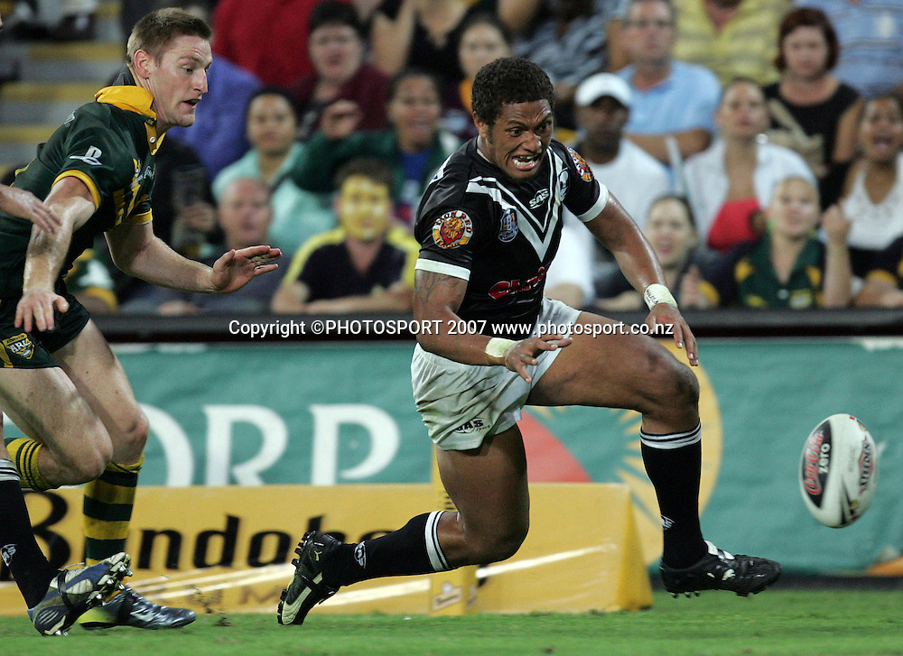 Manu Vatuvei scores during the ANZAC international rugby league match between the Kiwis and Australia at Suncorp Stadium, Brisbane, Australia on Friday 20 April 2007. Australia won the match by 30 - 6. Photo: Hannah Johnston/PHOTOSPORT<br /> <br /> <br /> <br /> 200407