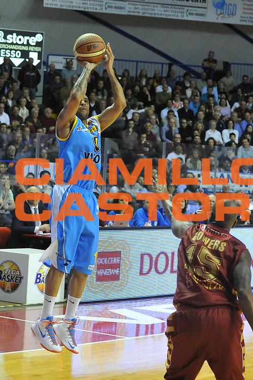 DESCRIZIONE : Venezia Lega A 2012-13 Umana Venezia Vanoli Cremona<br /> GIOCATORE : jarrius jackson<br /> CATEGORIA : tiro<br /> SQUADRA : Umana Venezia  Vanoli Cremona<br /> EVENTO : Campionato Lega A 2012-2013 <br /> GARA : Umana Venezia Vanoli Cremona<br /> DATA : 01/04/2013<br /> SPORT : Pallacanestro <br /> AUTORE : Agenzia Ciamillo-Castoria/M.Gregolin<br /> Galleria : Lega Basket A 2012-2013  <br /> Fotonotizia : Venezia Lega A 2012-13 Umana Venezia  Vanoli Cremona<br /> Predefinita :
