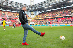 19.12.2015, Rhein Energie Stadion, Koeln, GER, 1. FBL, 1. FC Koeln vs Borussia Dortmund, 17. Runde, im Bild Trainer Peter Stoeger (1. FC Koeln) mit Ball // during the German Bundesliga 17th round match between 1. FC Cologne and Borussia Dortmund at the Rhein Energie Stadion in Koeln, Germany on 2015/12/19. EXPA Pictures © 2015, PhotoCredit: EXPA/ Eibner-Pressefoto/ Schueler<br /> <br /> *****ATTENTION - OUT of GER*****