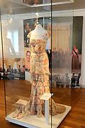 Beatrix opent tentoonstelling M&aacute;xima, 10 jaar in Nederland.//<br /> Queen Beatrix opens the exibition Maxima 10 years in the Netherlands<br /> <br /> Op de foto: Een Galajurk van Maxima , ontwerper Valentino /. A Gala Maxima dress, designer Valentino