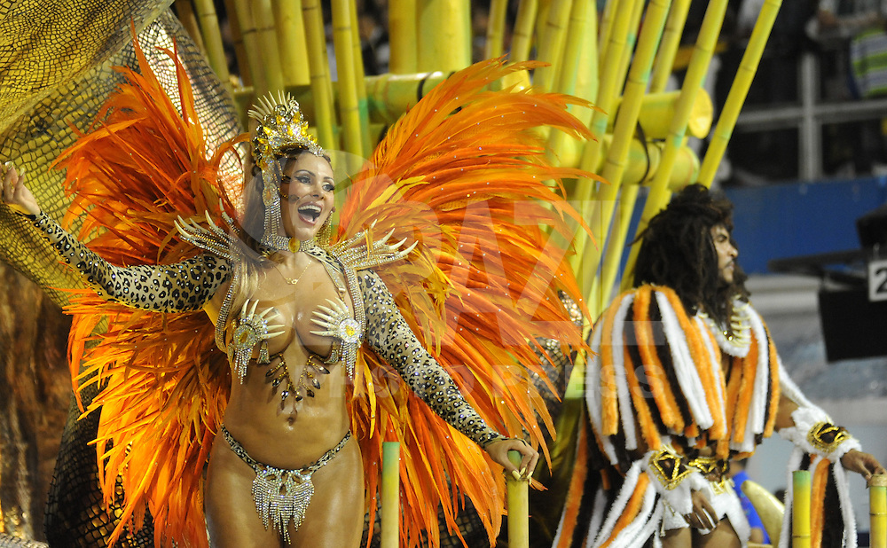Tom Maior  - Angela Bismarch da escola de samba Tom Maior durante desfile no Segundo dia do Grupo Especial no Sambódromo do Anhembi na região norte da capital paulista, na madrugada deste Domingo, 10. (FOTO: Guilherme Kastner / BRAZIL PHOTO PRESS).