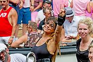 AMSTERDAM - <br /> AMSTERDAM - olcay gulsen Deelnemers aan de botenparade door de Amsterdamse grachten. De jaarlijkse Canal Parade is onderdeel van de Amsterdam Gay Pride. Tijdens dit evenement vieren lesbiennes, homo's, biseksuelen en transgenders (LHBT) dat ze mogen zijn wie ze zijn en mogen houden van wie ze willen. . copyright robin utrecht