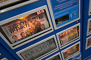 Zeitungsautomat in einer Moskauer Metrostation.<br /> <br /> Newspaper machine at a Moscow metro station.