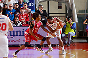 DESCRIZIONE : Reggio Emilia Lega serie A 2013/14 Grissin Bon Reggio Emilia Tesi Group Pistoia<br /> GIOCATORE : White James<br /> CATEGORIA : passaggio controcampo<br /> SQUADRA : Reggio Emilia<br /> EVENTO : Campionato Lega Serie A 2013-2014<br /> GARA : Grissin Bon Reggio  Emilia Tesi Group Pistoia<br /> DATA : 17/11/2013<br /> SPORT : Pallacanestro<br /> AUTORE : Agenzia Ciamillo-Castoria/EnricoRossi<br /> Galleria : Lega Seria A 2013-2014<br /> Fotonotizia : Reggio Emilia  Lega serie A 2013/14 Grissin Bon Reggio Emilia Tesi Group Pistoia<br /> Predefinita :