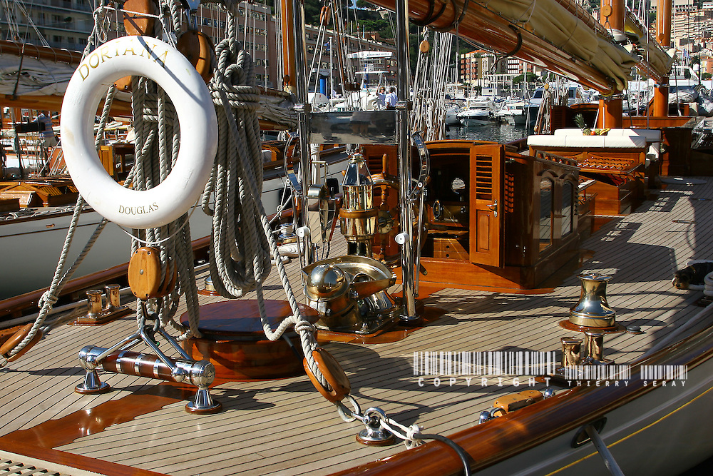 Monaco Classic Week. .8-bit grayscale flat JPEG file, 3504x2336 pixels WINCH, PULLEY, DECK, TECK : THE ART OF CLASSIC YACHTS- VOILIERS CLASSIQUE : DETAILS