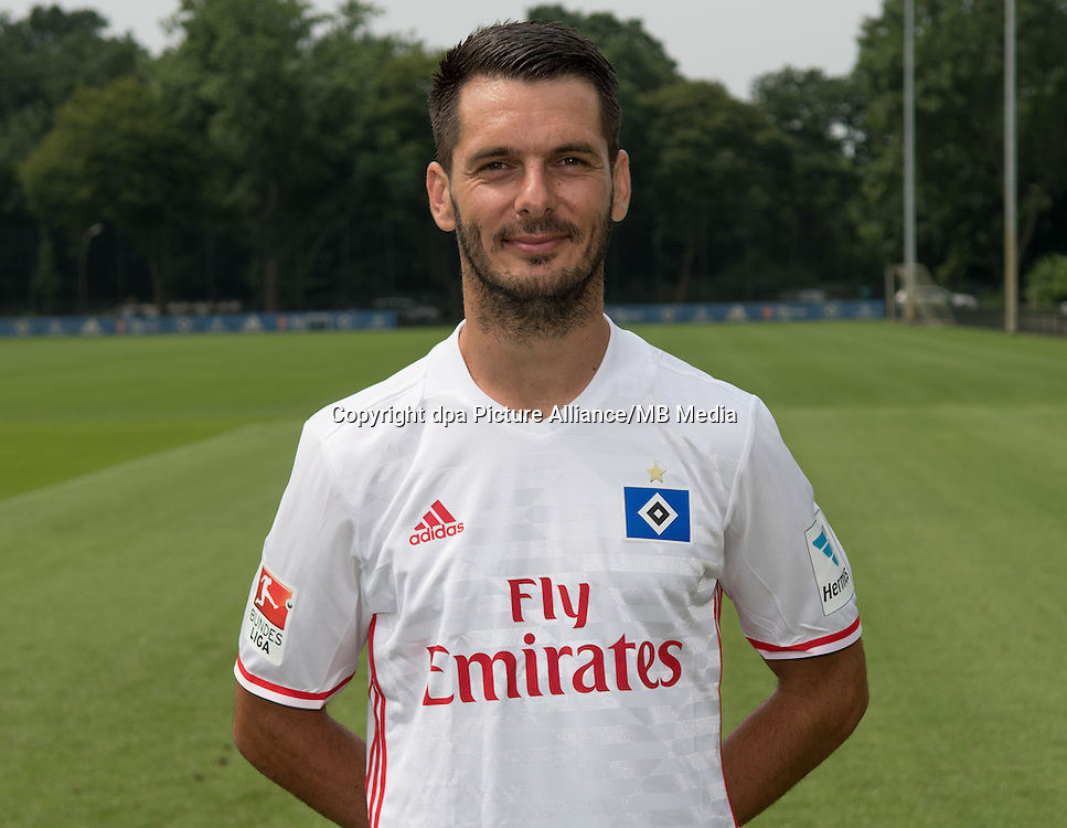 German Bundesliga - Season 2016/17 - Photocall Hamburger SV on 25 June 2016 in Hamburg, Germany: Emir Spahic. Photo: Axel Heimken/dpa | usage worldwide