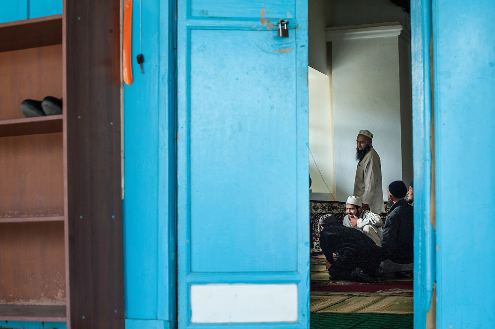 At the corner of Bektenov and Jusup Abdrakhmanov stands the Dungan Chinese mosque  built without nails, completed in 1910 after three years' work by a Chinese architect and 20 Chinese artisans, for the local Dungan community. It was closed by the Bolsheviks from 1933 to 1943, but since then has again become a place of worship.