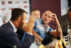 21.07.2015, Esprit Arena, Düsseldorf, GER, WBA Boxkampf, Wladimir Klitschko vs Tyson Fury, Pressekonferenz, im Bild Wladimir Klitschko diskutiert mit Tyson Fury // during a pressconference of the WBA fight between Wladimir Klitschko and Tyson Fury at Esprit Arena in Düsseldorf, Germany on 2015/07/21. EXPA Pictures © 2015, PhotoCredit: EXPA/ Eibner-Pressefoto/ Schueler<br /> <br /> *****ATTENTION - OUT of GER*****