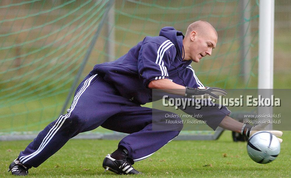Ville Iiskola.<br /> U21-maajoukkueen harjoitukset, Helsinki 6.9.2004.&#xA;Photo: Jussi Eskola